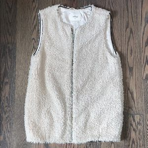 Aritzia • Wilfred Sherpa Vest w/ Leather Piping
